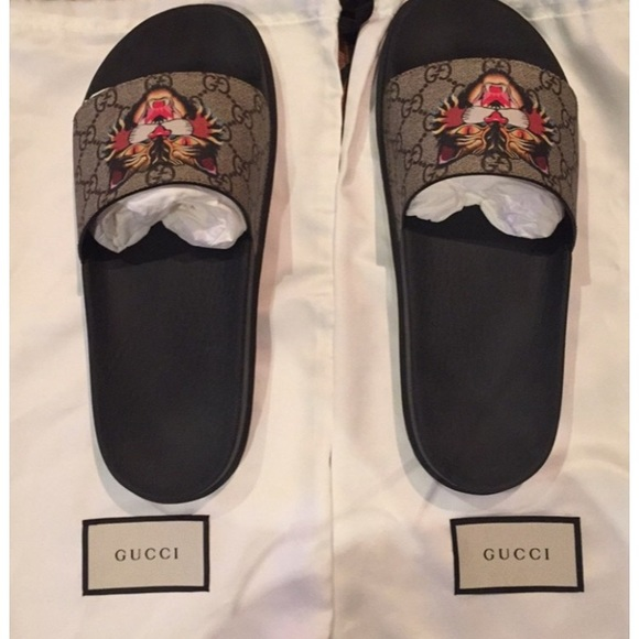 50fdecc9180 Gucci Supreme tiger slides